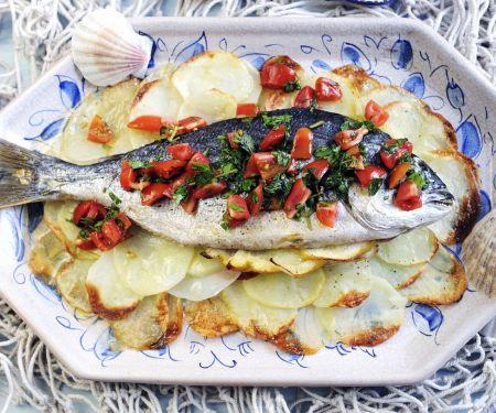 Meerbrasse mit Tomatenvinaigrette und Kartoffelhobeln