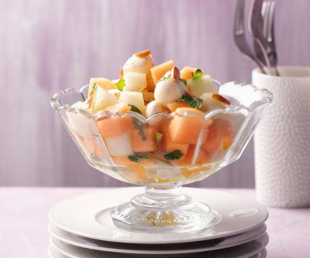 Melonen-Mozzarella-Salat mit gerösteten Mandeln