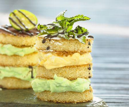 Mini-Biskuittörtchen mit Quarkcreme