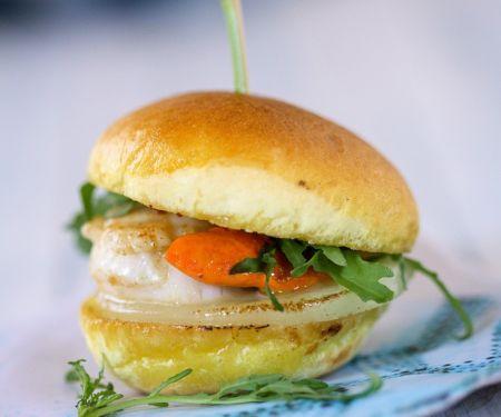 Mini-Burger mit Jakobsmuscheln und Kohlrabi
