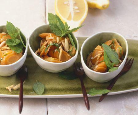 Minze-Karotten mit Zitronensoße und Mandeln