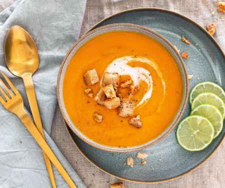 Möhren-Cremesuppe mit Nuss-Croûtons