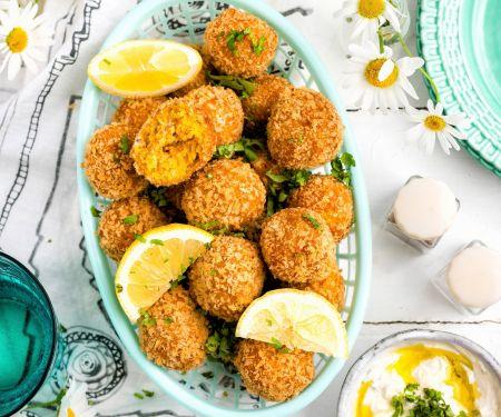 Möhren-Falafeln mit Tahini-Joghurt-Dip