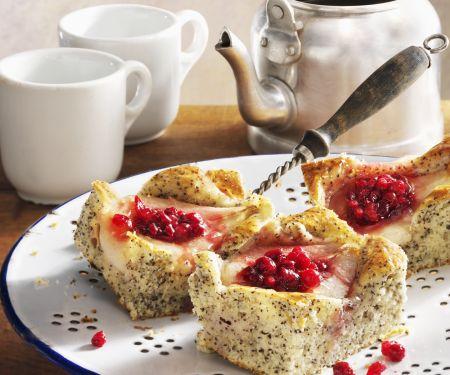 Mohnkuchen mit Preiselbeer-Birnen