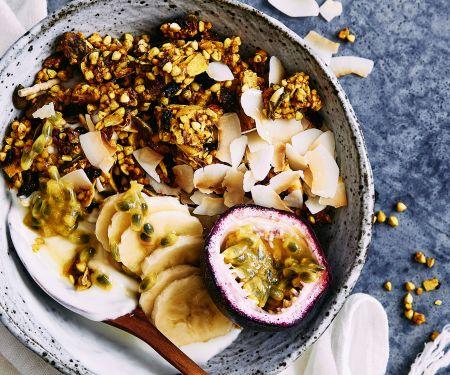 Müsli-Bowl mit Kokos und Früchten