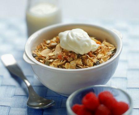Müsli mit Joghurt und Beeren