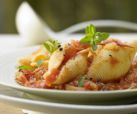 Muschelnudeln in Tomatensauce