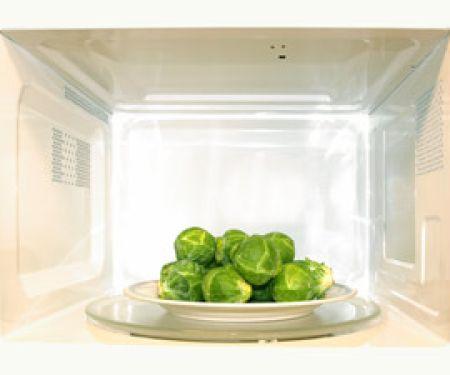 Zerstören Mikrowellen Vitamine in Lebensmitteln?