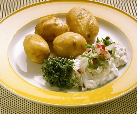Neue Kartoffeln mit Frühlingsquark