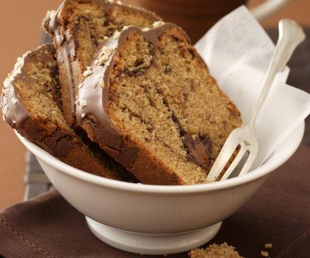 Nougatkuchen mit Kaffee und Amarenakirschen