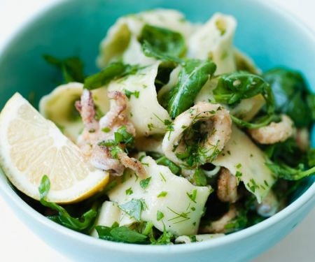 Nudel-Tintenfisch-Salat