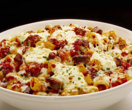 Nudelauflauf mit Rindfleisch und Mozzarella