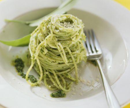 Nudeln mit Bärlauch-Pesto