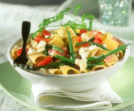 Nudeln mit Gemüse und Feta