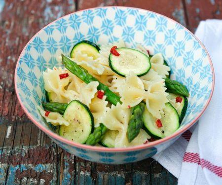 Nudeln mit grünem Gemüse