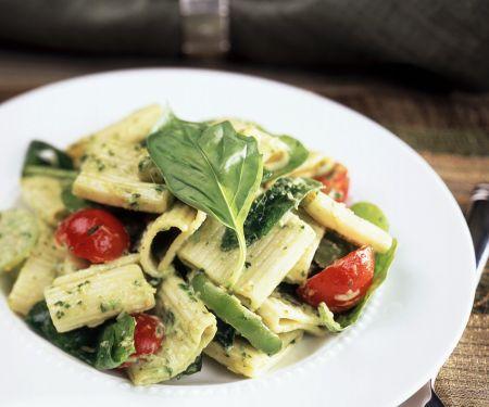 Nudeln mit Pesto und Gemüse