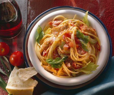Nudeln mit Puten-Tomatensauce
