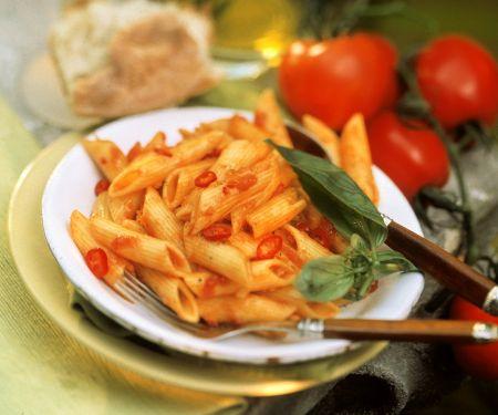 Nudeln mit scharfer Tomatensauce