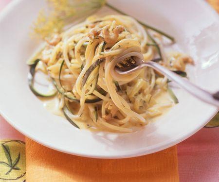 Nudeln mit Zucchini und Krabben