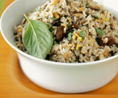 Nuss-Reis mit Basilikum