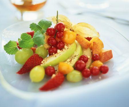 Obstsalat aus Sommerfrüchten