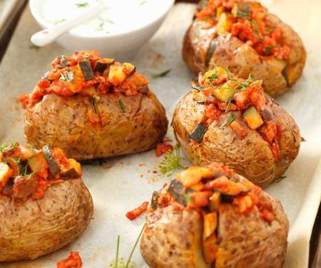 Ofenkartoffeln mit Gemüse-Fleischragout