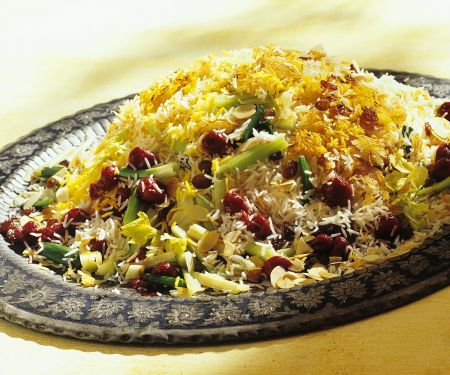 Orientalischer Reis mit Gemüse und Kirschen
