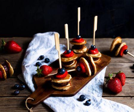 Pancake-Spieße mit Früchten