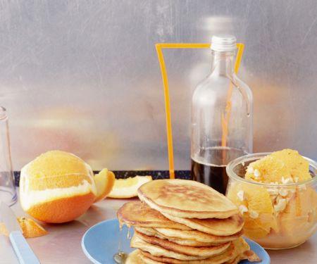 Pancakes mit marinierten Orangen