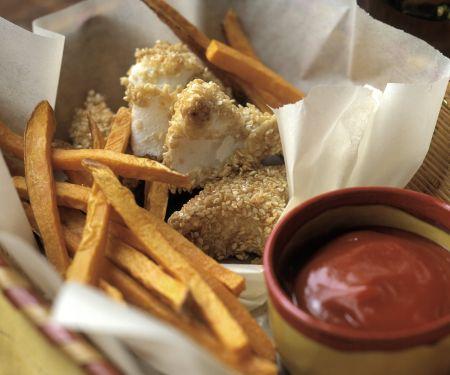 Panierter Sesam-Fisch mit Süßkartoffelpommes und Ketchup
