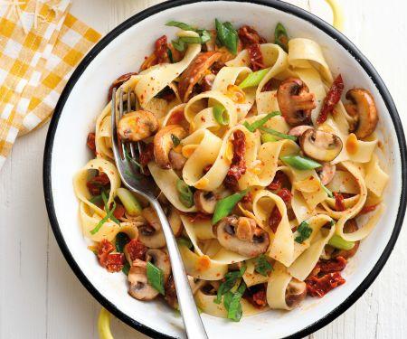 Pappardelle mit Pilzen und Tomaten