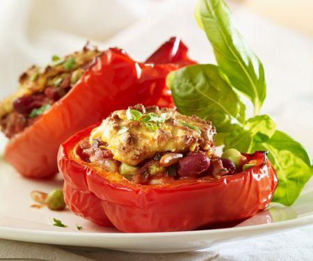 Paprika mit Bohnen-Erbsen-Füllung