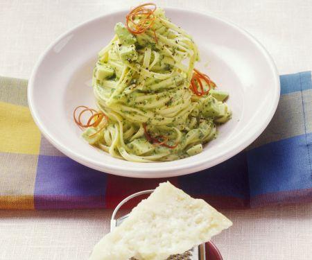 Pasta mit Avocado-Pesto