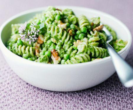 Pasta mit Erbsen-Walnuss-Pesto