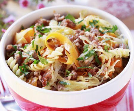 Pasta mit Gemüse und Fleisch