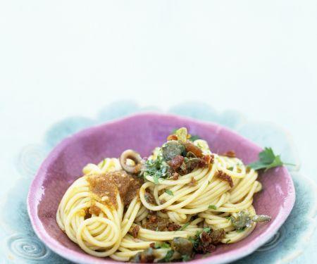 Pasta mit Sardellen und Rosinen