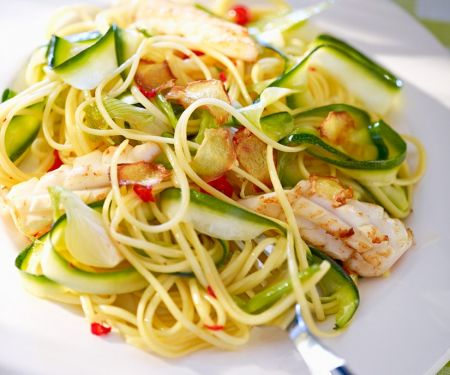 Pasta mit Tintenfisch, Zucchini und Peperoni