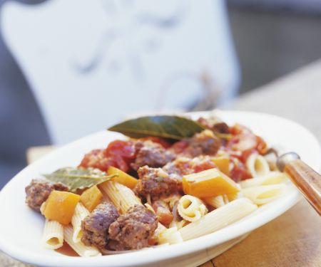 Pasta mit Ziegenwurst, Kürbis und Tomaten