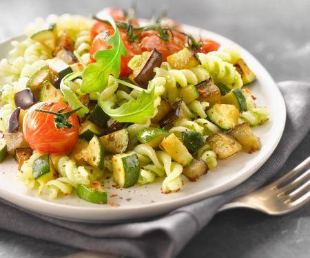 Pasta mit Zucchini, Auberginen und Rucolapesto