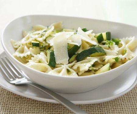 Pasta mit Zucchini und Parmesan
