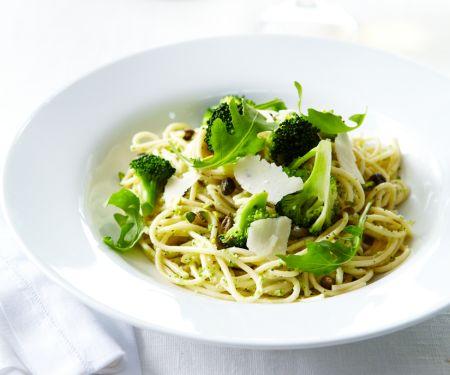 Pesto-Nudeln mit Brokkoli