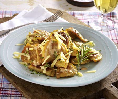 Pfannen Pasta Pilze und Ricotta mit Käse