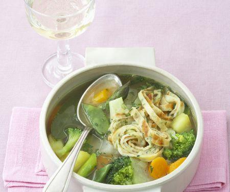 Pfannkuchen-Gemüse-Suppe