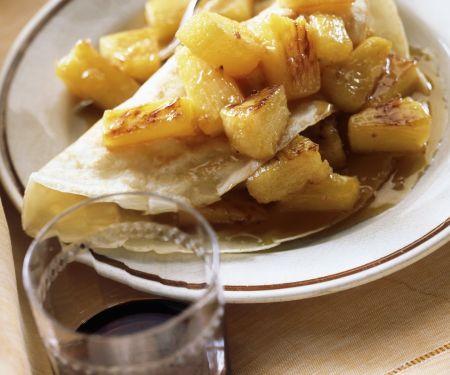 Pfannkuchen mit karamellisierten Ananas