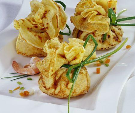 Pfannkuchenpäckchen mit Shrimpsfüllung
