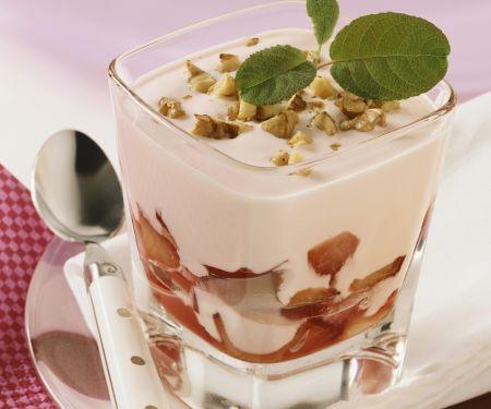 Pflaumenjoghurt mit Nüssen