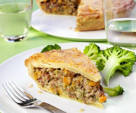 Pie mit Lammhackfleisch gefüllt