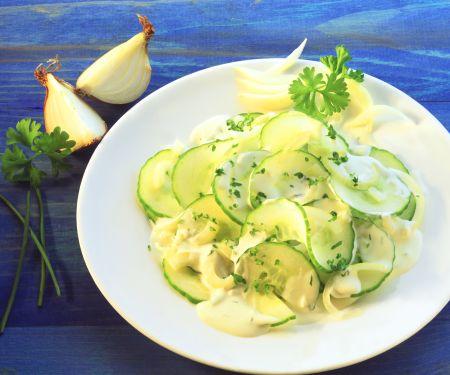 Pikanter Gurken-Schalotten-Salat