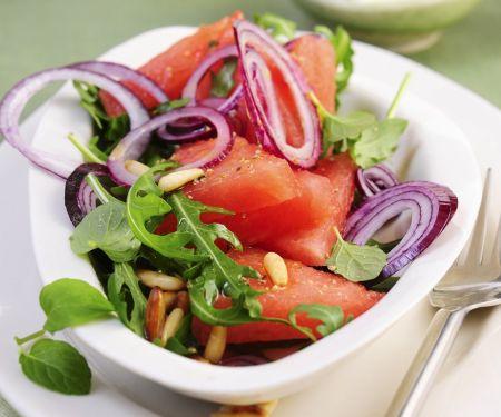 Pikanter Melonen-Rucola-Salat mit Feta und Zitronendressing