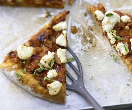 Pizza mit scharfem Auberginen-Ragout